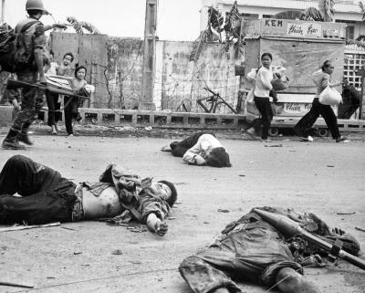 vietnam-war-women-and-children-loaded-everett